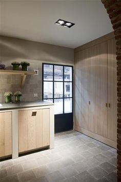Love the floor Realization by Het Atelier Interieur, Hooglede - Belgium New Kitchen, Kitchen Interior, Kitchen Design, Cosy House, Cocinas Kitchen, Windows And Doors, Home Kitchens, Bungalow, Sweet Home