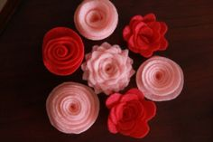 HAIR ~ Lots of NO SEW felt flower tutorials for hair clips.