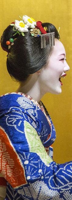 Beautiful laughing Maiko girl in Kyoto #Japan
