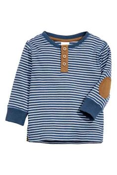Long-sleeved Henley shirt: Long-sleeved Henley shirt in soft ribbed jersey with woven details in a contrasting colour, a button placket, elbow patches, ribbed cuffs and slits in the sides. Fashion Kids, Baby Boy Fashion, Fall Fashion, Style Fashion, Baby Shirts, Boys T Shirts, Cool Shirts, Baby Boy Outfits, Kids Outfits