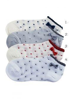 SKARPETKI FOOTIES SC f42 Bawełniane skarpetki.  Skarpetki są miękkie i przyjemne dla skóry. Ściągacz nie uciska, co zapewnia komfort noszenia. Ozdobione niezmiennie modnymi grszkami.