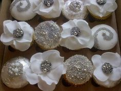 Wedding Cakes With Cupcakes Bling Ideas For 2019 Bling Cupcakes, Silver Cupcakes, White Cupcakes, Wedding Cakes With Cupcakes, Cupcake Cookies, Decorated Cupcakes, Anniversary Cupcakes, 25th Wedding Anniversary, 25th Birthday Cakes