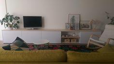 Altijd leuk om eindresultaat geleverde meubels te ontvangen! Deze tvkast van maar liefst 4.30 lengte is volledig door ons op maat gemaakt, dus alle muurstopcontacten, draden, tvkabels etc. weggewerkt en dit keer een vuren blad ipv steigerhout. Ontwerp en realisatie: www.meubelenmaatwerk.nl/www.steigerhoutenzo.nl
