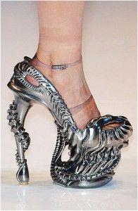 accessoires de mode UK : Alexander McQueen, métal, argenté, science-fiction