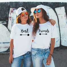 Meilleurs amis T-shirts, meilleures chiennes chemises, Tee BFF, pour les meilleurs amis, Besties T-shirt, assorties de meilleur ami, Besties cadeau, cadeau de BFF Nous avons différents t-shirts colorés. Si vous avez besoin de différentes couleurs s'il vous plaît envoyez-nous un message