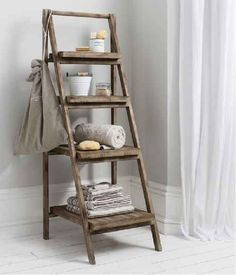 Creative ideas how you can use ordinary old wooden ladder as pieces of furniture or as part of the decor in your home. Wooden ladder are cheap, will not burden your budget and will add retro touch to your home. Old Wood Ladder, Wooden Ladder Shelf, Ladder Bookshelf, Rustic Ladder, Bookcase, Wooden Ladders, Ladder Storage, Storage Shelves, Bathroom Ladder Shelf