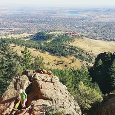 Thanks @boulderhikerchicks for a great hike this morning! Here's a view from Mallory Cave. The big NCAR building down there is where we started.  #mallorycave #boulder #visitboulder @boulderosmp #boulderosmp #hiking #patikointi #vaellus #nature #outdoors #colorado #visitcolorado #coloradolive #cometolife #flatirons #travel #matka #reissu #nordicnomads (via Instagram)