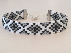 bracelets with beads Loom Bracelet Patterns, Bead Loom Bracelets, Beaded Jewelry Patterns, Bracelet Designs, Beading Patterns, Beading Ideas, Macrame Bracelets, Jewelry Necklaces, Bracelets Roses