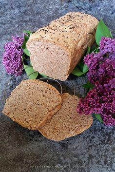 Chleb razowy pszenno - żytni na drożdżach ze słonecznikiem i czarnuszką (wyrabiany w automacie)
