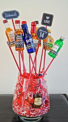 Fantastic food, fashion and DIY home projects. Booze Bouquet, Alcohol Bouquet, Man Bouquet, Valentine Gifts For Husband, Man Crafts, Diy Birthday, Birthday Gifts, Cool Presents