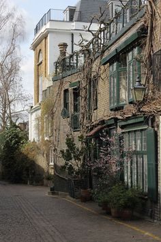 Exploring the mews of London - Kynance Mews