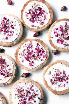 Rose Petal and Cinnamon Love Spell Cookies Edible Rose Petals, Edible Roses, Red Rose Petals, Full Moon Spells, Love Spells, Rose Cookies, Flower Cookies, Drying Roses, Mackerel Recipes