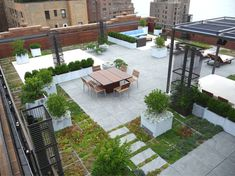 The West End Avenue Penthouse Terrace; Foto per gentile conc Green Terrace, Rooftop Terrace, Terrace Garden, Rooftop Gardens, Terrasse Design, Roofing Options, Residential Roofing, Residential Architecture, Contemporary Architecture