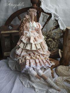 Annysdolls.com. megabeautiful tilda doll - stunning clothing