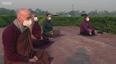 Poluição ameaça local de nascimento de Buda e obriga monges a meditar de máscara
