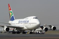 South African Airways Boeing 747 Republic Airlines, Aircraft Images, Jumbo Jet, Boeing Aircraft, Commercial Aircraft, Civil Aviation, World Pictures, African History, Pulp Fiction