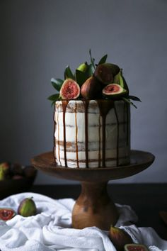Chai-Spiced Cake with Fresh Figs and Caramel - Wife Mama Foodie Coconut Cream Frosting, Coconut Whipped Cream, Canned Coconut Milk, Dairy Free Buttercream, Hummingbird Cupcakes, Carrot Spice Cake, Fig Cake, Chocolate Drip, Fresh Figs