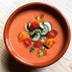 Gazpacho by Larisse | Larisse's Kitchen | uit: Sterren van de hemel (kookboek) Gazpacho, Caprese Salad, Thai Red Curry, Ethnic Recipes, Kitchen, Food, Cucina, Cooking, Essen