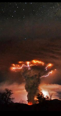 Amazing nature, tornado, volcano erupting with thunder and lightning storm, etc? All Nature, Science And Nature, Beauty Of Nature, Pics Of Nature, Nature Cake, Nature Videos, Nature Pictures, Amazing Photography, Nature Photography