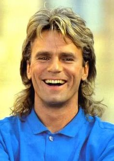 MacGyver - Richard Dean Anderson - goofiest show - but fun to watch - so silly - love Richard Dean Anderson - but like him better in Stargate :) Macgyver Richard Dean Anderson, Angus Macgyver, 1960s Mens Hairstyles, Haircuts For Men, Men's Hairstyles, Weird Haircuts, Hairdos, Mullet Haircut, Mullet Hairstyle
