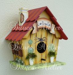 casinha-de-passarinho-com-chamine-biluca. Bird House Feeder, Pot A Crayon, Tole Painting Patterns, Bird Houses Painted, Bird Boxes, Country Paintings, Diy Crafts For Gifts, Fairy Houses, Little Houses