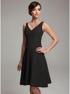 84833f0956da Chiffon Knee-length Bridesmaid Dress with V-Neck Elegante Kjoler