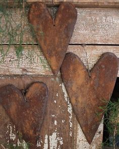 Set of 3 Hearts: wooden hearts, made to look like grungy gingerbread. Primitive Crafts, Primitive Christmas, Primitive Country, Valentines Day Hearts, Be My Valentine, Heart Crafts, Metal Tree, Happy Heart, Wooden Hearts