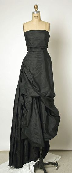 1952 Balenciaga Evening dress Metropolitan Museum of Art, NY See more museum vintage dresses at http://www.vintagefashionandart.com/dresses