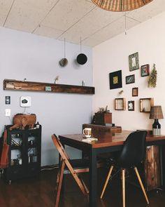 深みのあるオシャレさを演出したい!ヴィンテージ・アンティークな魅力が溢れるお部屋 Interior Architecture, Interior Design, Kitchen And Bath, Rooms, Flat, Dining, Living Room, Decoration, Table
