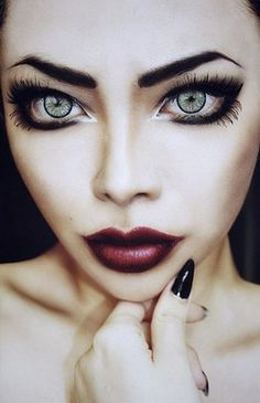 Gothic Eye Make-up For Anyone & Everyone! | KawaCura