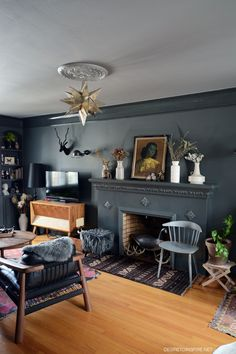 dark gray walls/ cei