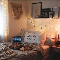 Cute and quirky bedroom decor ideas for university, from wall stickers to wash tape and command strips, to throw and cushion ideas. Uni Bedroom, Quirky Bedroom, Romantic Bedroom Decor, Cute Bedroom Ideas, Cute Room Decor, Room Ideas Bedroom, Diy Wall Decor For Bedroom Easy, Diy Dorm Room, Diy Room Ideas