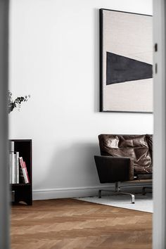 TDC: Leather sofa by Poul Kjærholm for Fritz Hansen and large scale art