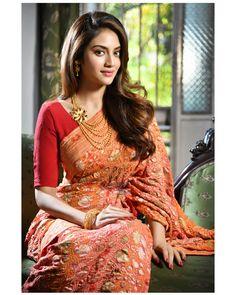 New Embroidery Designs Baby Girl Sweets Ideas Beautiful Girl Indian, Beautiful Saree, Beautiful Indian Actress, Beauty Full Girl, Beauty Women, Saree Dress, Sari, Indian Beauty Saree, Indian Sarees
