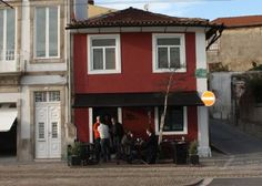 Casa de Pasto da Palmeira Rua do Passeio Alegre 450, Porto +351 226 168 244 www.casadepastodapalmeira.pt.vu Ter-Dom/Tue-Sun 12:00-24:00 Preço médio/Average price: 15-20€