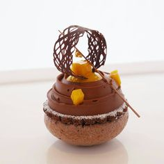 """1,316 mentions J'aime, 6 commentaires – Foodartchefs (@foodartchefs) sur Instagram : «By @sirdcowan """"Chocolate-Exotic Pavlova, mango..."""" #instafood #instagramanet #instatag #food…»"""
