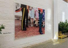 LONDON: ROCKET GALLERY WIEDER ERÖFFNET  Zwei Jahre lang war es still um Jonathan Stephenson. Seine Rocket Gallery in Shoreditch geschlossen, die neue in London Fields noch nicht geöffnet. Mit der Ruhe ist's vorbei: Der Galerist, der seit 1994 in der Londoner Szene mitmischt, stellt wieder aus. Auf über 370 Quadratmetern in White Cube-Manier.