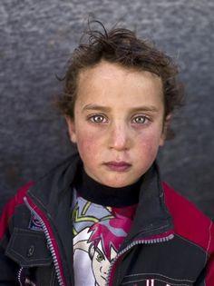 Un fotógrafo de la agencia Associated Press retrata a críos en un campo en Jordania