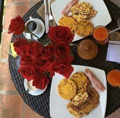 """""""Quédate con los que cantan, cuentan historias, disfrutan la vida y tienen la alegría en los ojos. Porque la alegría es contagiosa y siempre logra descubrir una solución donde la lógica solo encontró una explicación para el error"""" Paulo Coelho   ¡Que lluevan flores! De alegría, amor y agradecimiento por un nuevo día.  #circuitodelaexcelencia #conalmadeanfitriones #PosadasDeVenezuela #FelizViernes #turismo #VacacionesConCedula #venezuelatequiero #loves_venezuela #igersoftheday #desayuno…"""