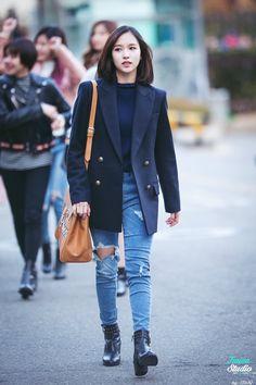 Myoui Mina - Twice (Mina) Kpop Fashion, Korean Fashion, Girl Fashion, Fashion Outfits, Womens Fashion, Airport Fashion, Korean Jeans, Kpop Mode, Pantalon Cargo