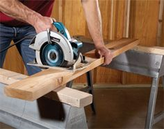 Woodworking Circular Saw Circular Saw Tips and Techniques - Brush up on the basics with this collection of circular saw do's and don'ts Woodworking Power Tools, Woodworking Saws, Popular Woodworking, Woodworking Furniture, Woodworking Projects, Wood Projects, Woodworking Store, Learn Woodworking, Carpentry