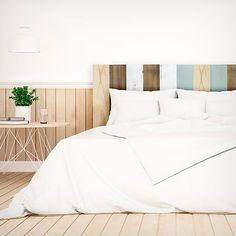 Bonito cabecero vintage de cama de matrimonio de madera multicolor. Muy original y diferente. Echa un vistazo al precio ahora!