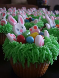 Nice twist to a standard Easter cupcake.  Very cute!!