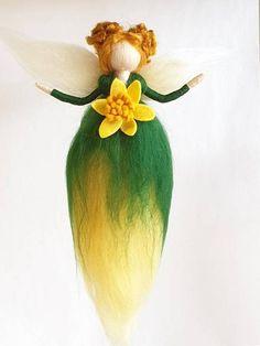 Green and yellow fairy Felt Flowers, Spring Flowers, Wool Dolls, Felt Dolls, Tree Of Life Art, Handmade Shop, Handmade Gifts, Fairy Gifts, Daffodil Flower