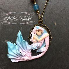 Petit collier camé sirène féerique rose et bleu et par AkikosWorld