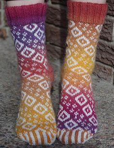 Diamond Swirl Socks - paid pattern on Craftsy