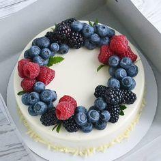 Mini Cakes, Cupcake Cakes, Food Cakes, Cake Decorated With Fruit, Fruit Birthday Cake, Blueberry Cake, Blueberry Season, Fresh Fruit Cake, Cake Recipes