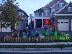 Love this halloween outdoor setup