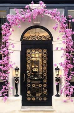 FRONT DOOR IDEAS – Among the very first points about a house that a guest or home buyer notices are the front doors. If you wish to make a statement, upgrading or overhauling your front door … Cool Doors, Unique Doors, Front Gate Design, Door Design, Grand Entrance, Entrance Doors, Arch Doorway, House Entrance, Windows And Doors