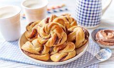 Bułeczki drożdżowe z kremem czekoladowo-orzechowym Different Recipes, Apple Pie, Allergies, Sweets, Vegetables, Desserts, English Translation, Food, Chrome